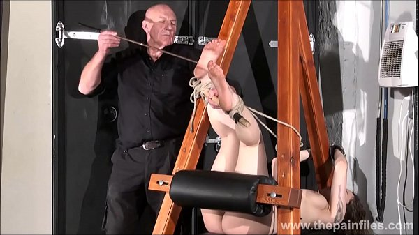 Foot slave, Whip